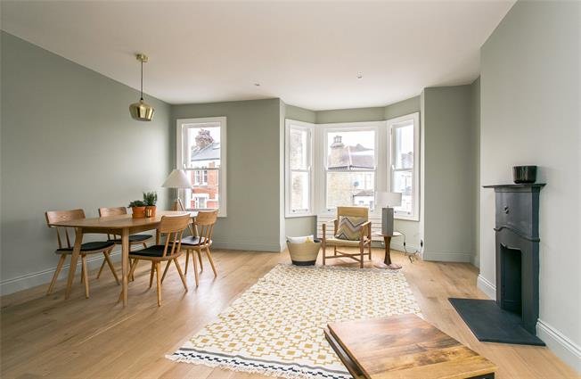 Asking Price £799,950, 2 Bedroom Flat For Sale in London, SW11