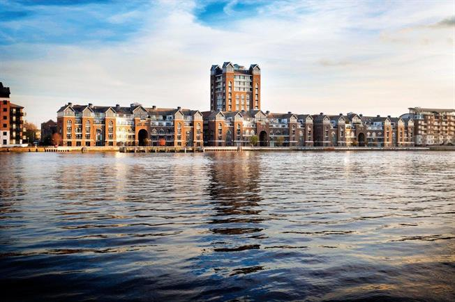 Asking Price £460,000, 1 Bedroom Flat For Sale in Clover Hitch Quay, SW11