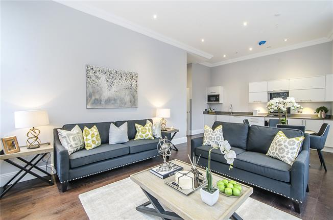 Asking Price £725,000, 2 Bedroom Flat For Sale in London, SW11