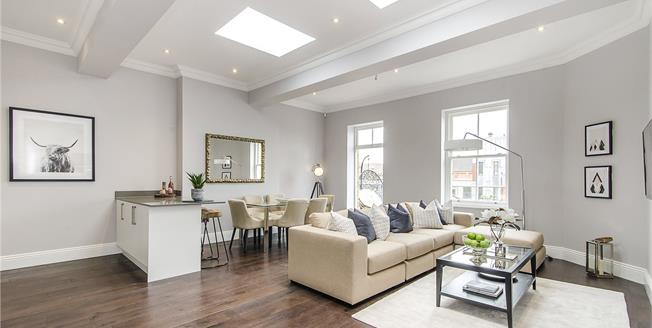 Asking Price £995,000, 3 Bedroom Flat For Sale in London, SW11