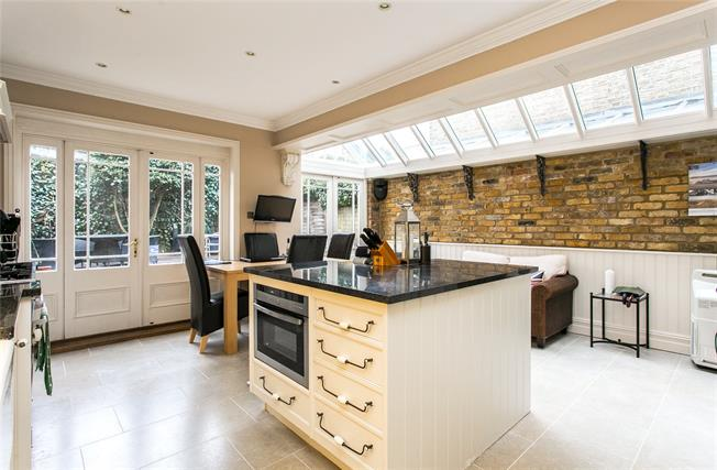 Asking Price £1,595,000, 5 Bedroom House For Sale in London, SW11