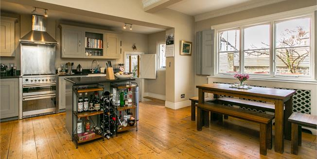 Asking Price £1,499,999, 4 Bedroom House For Sale in London, SW11
