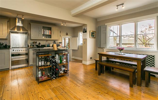 Asking Price £1,465,000, 4 Bedroom House For Sale in London, SW11