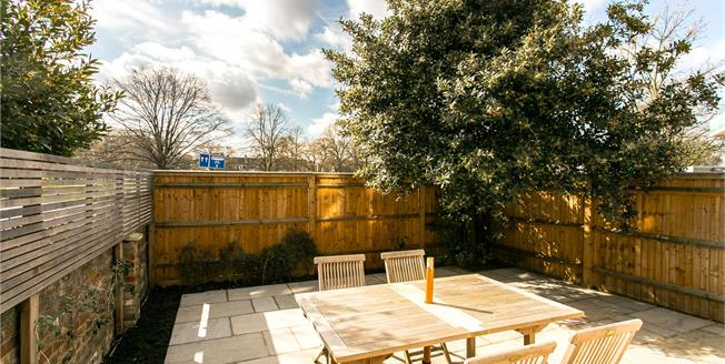 Asking Price £765,000, 2 Bedroom Flat For Sale in London, SW4