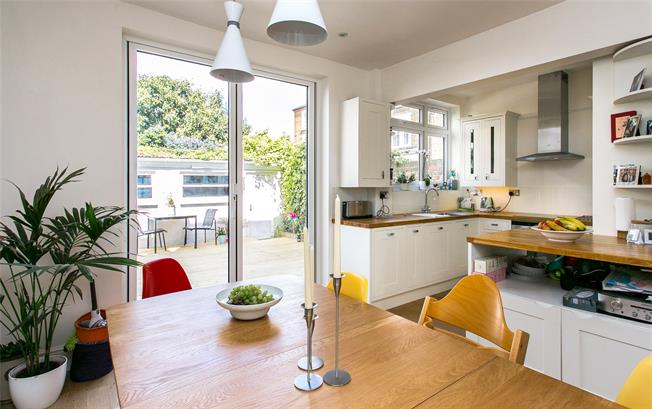 Asking Price £1,250,000, 4 Bedroom Semi Detached House For Sale in London, SW11