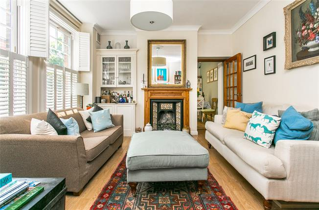 Asking Price £650,000, 2 Bedroom Flat For Sale in London, SW8