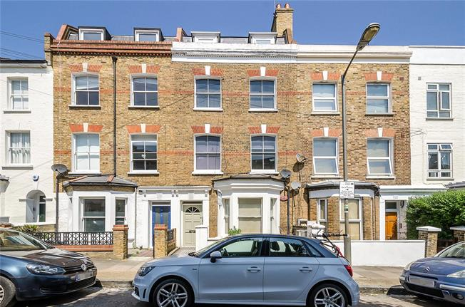 Asking Price £925,000, 2 Bedroom Flat For Sale in London, SW11