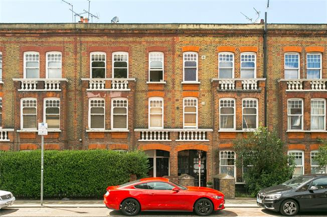 Asking Price £599,999, 2 Bedroom Flat For Sale in London, SW8