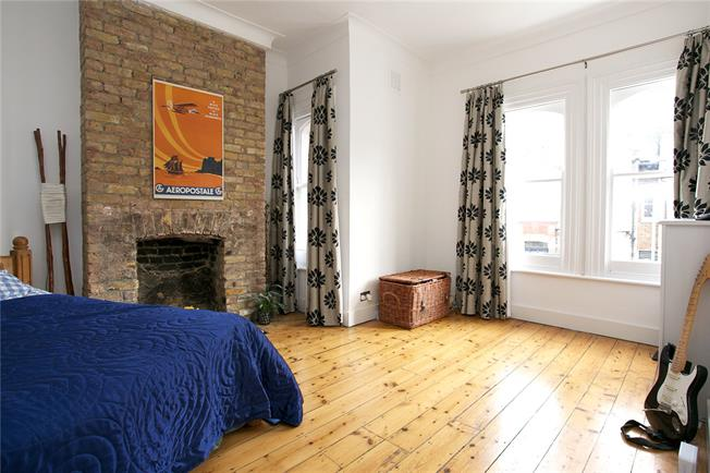 Asking Price £825,000, 2 Bedroom Flat For Sale in London, SW11