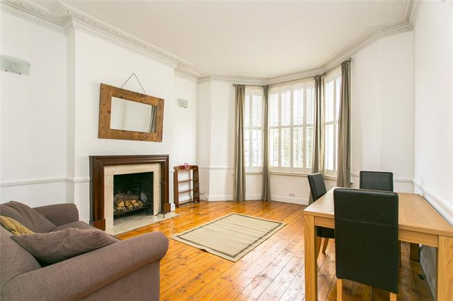 Asking Price £675,000, 2 Bedroom Flat For Sale in London, SW11