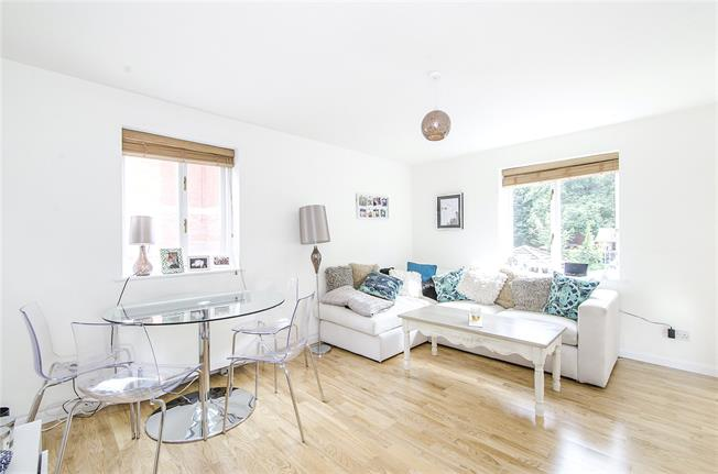 Asking Price £375,000, 1 Bedroom Flat For Sale in London, SW11