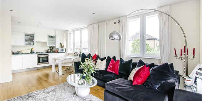 Asking Price £595,000, 2 Bedroom Flat For Sale in London, SW11