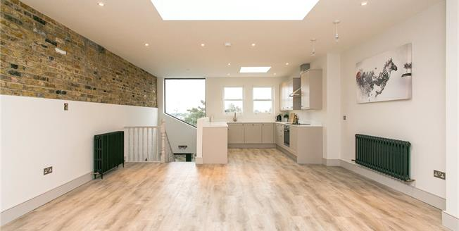 Asking Price £899,950, 3 Bedroom Flat For Sale in London, SW11