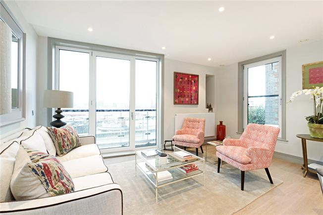 Asking Price £895,000, 2 Bedroom Flat For Sale in Battersea, London, SW11