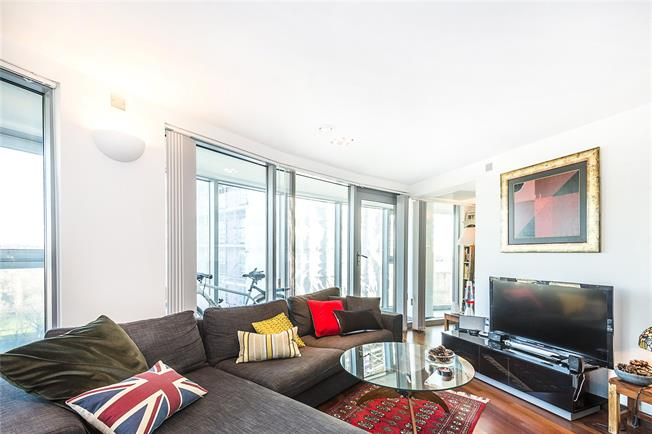 Asking Price £820,000, 2 Bedroom Flat For Sale in London, SW11
