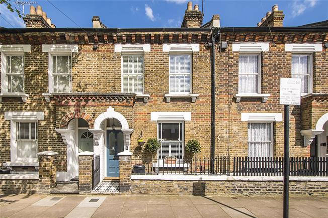 Asking Price £1,100,000, 3 Bedroom House For Sale in London, SW11