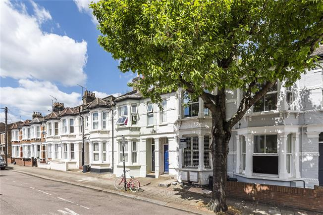 Asking Price £450,000, 1 Bedroom Flat For Sale in London, SW11