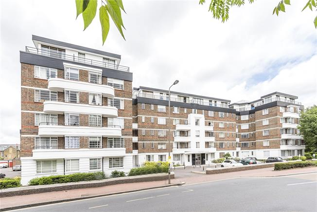 Asking Price £545,000, 2 Bedroom Flat For Sale in London, SW12