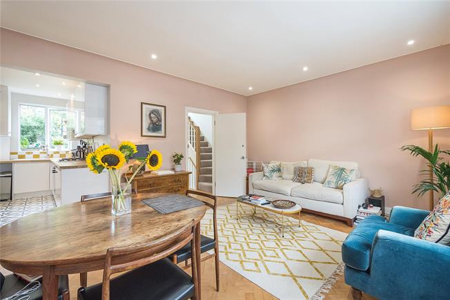 Asking Price £735,000, 3 Bedroom Flat For Sale in London, SW11