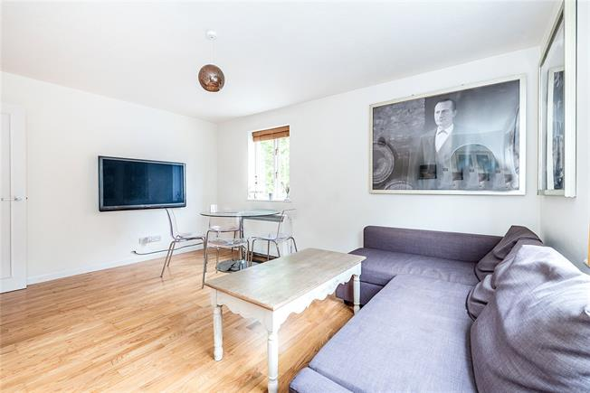 Asking Price £390,000, 1 Bedroom Flat For Sale in London, SW11