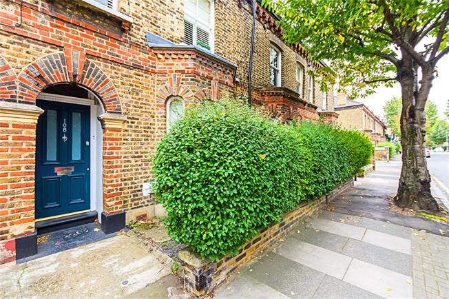 Asking Price £475,000, 1 Bedroom Flat For Sale in London, SW11
