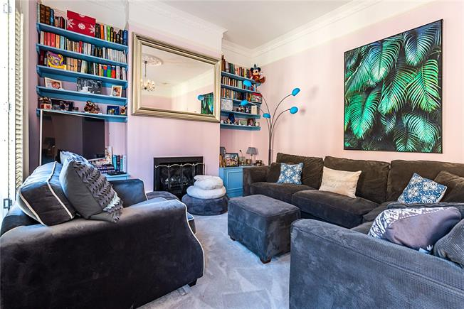 Asking Price £1,000,000, 3 Bedroom Flat For Sale in London, SW11