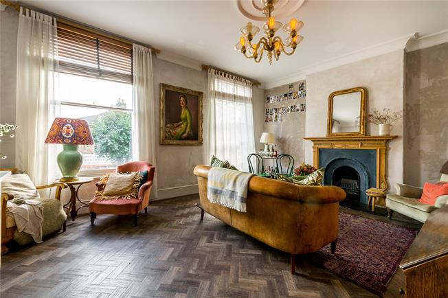 Asking Price £725,000, 3 Bedroom Flat For Sale in London, SW11
