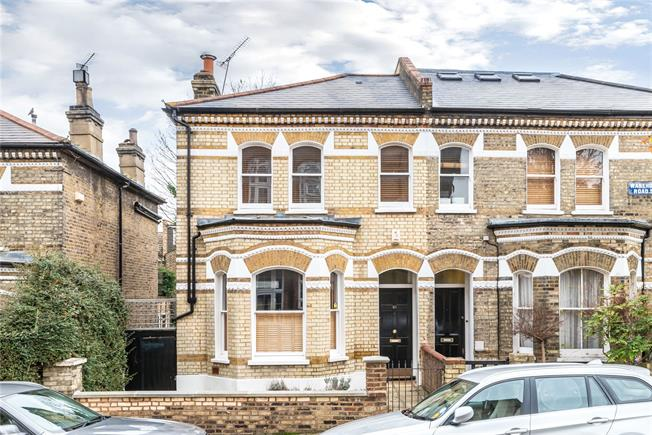 Guide Price £1,300,000, 3 Bedroom House For Sale in London, SW11