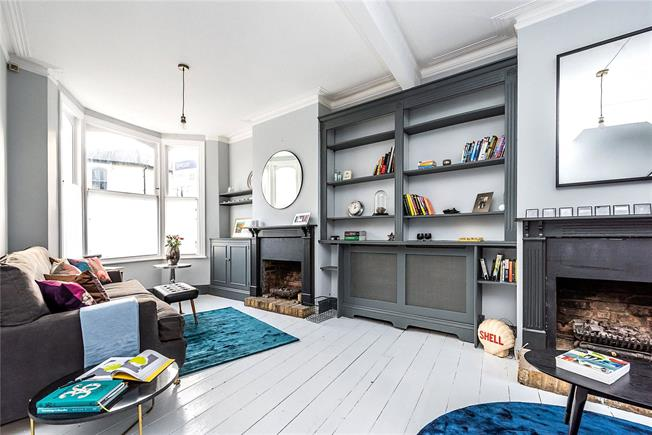 Asking Price £1,035,000, 3 Bedroom House For Sale in London, SW11