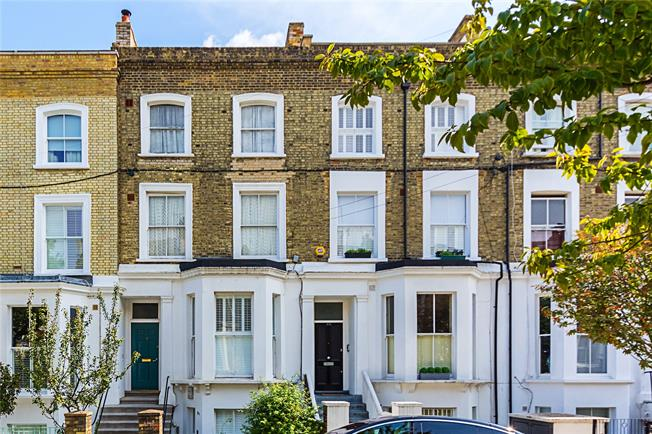 Asking Price £980,000, 4 Bedroom Flat For Sale in London, SW11