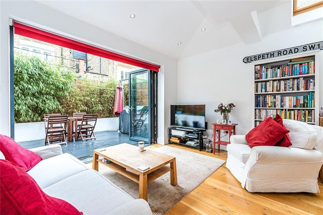 Asking Price £650,000, 2 Bedroom Flat For Sale in London, SW11