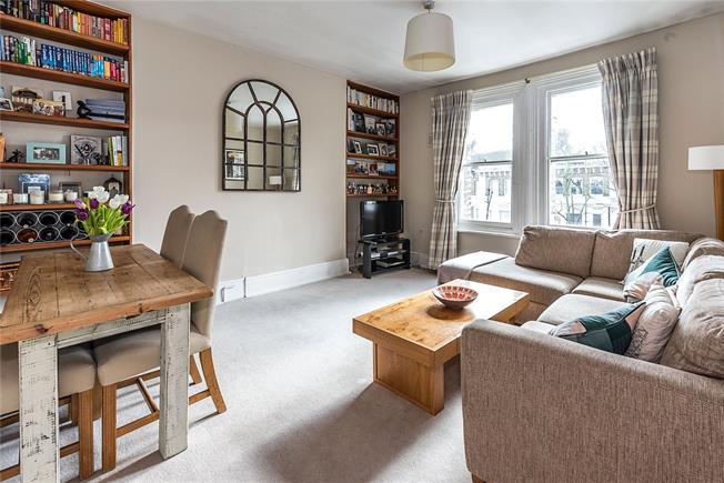 Asking Price £650,000, 2 Bedroom Flat For Sale in London, SW18