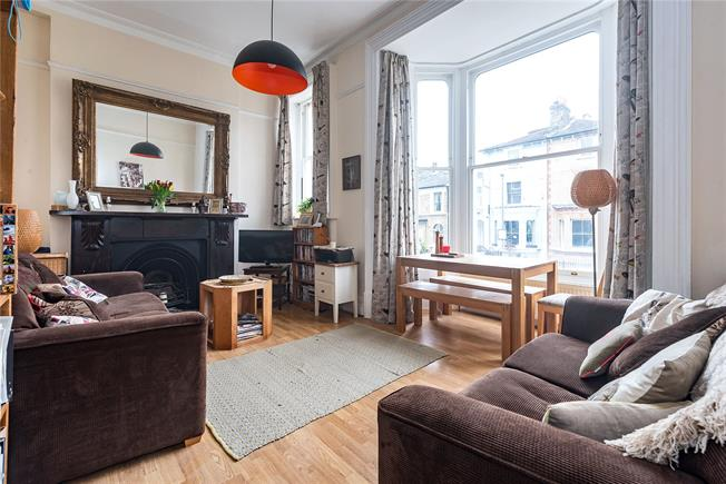 Asking Price £750,000, 3 Bedroom Flat For Sale in London, SW18