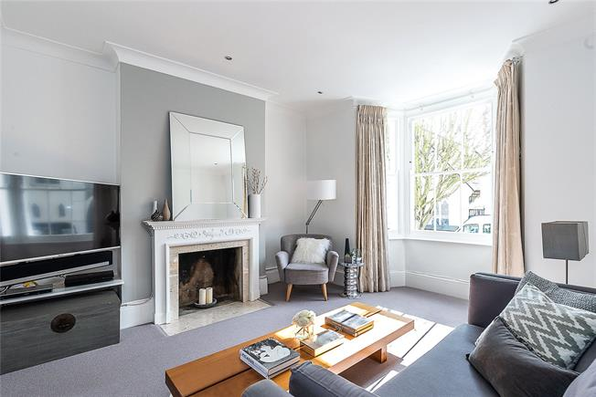 Asking Price £1,150,000, 4 Bedroom Flat For Sale in London, SW11