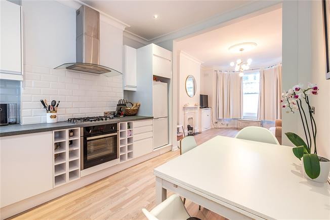 Asking Price £580,000, 1 Bedroom Flat For Sale in London, SW11