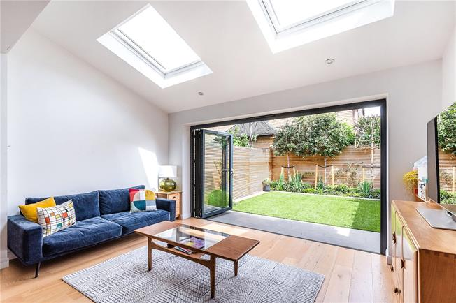 Guide Price £950,000, 4 Bedroom Terraced House For Sale in London, SW11