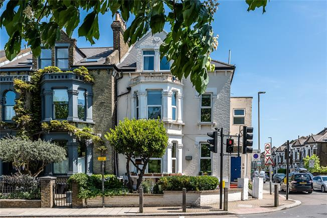 Asking Price £460,000, 1 Bedroom Flat For Sale in London, SW11