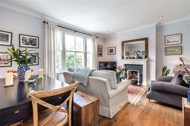 Asking Price £700,000, 2 Bedroom Flat For Sale in London, SW11