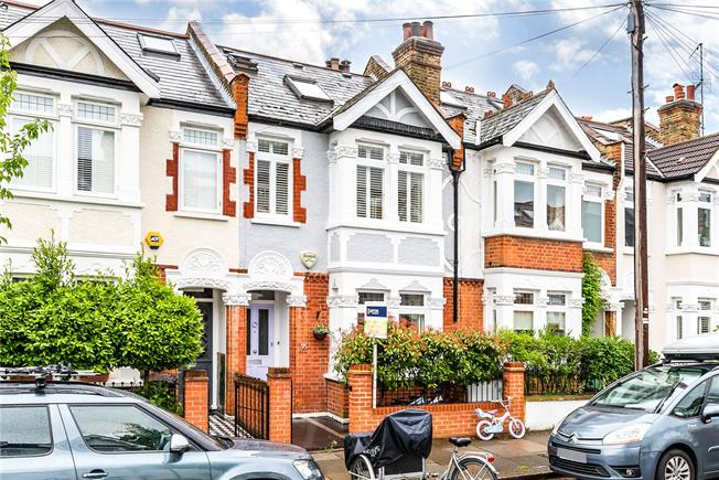 Asking Price £1,475,000, 5 Bedroom House For Sale in London, SW11