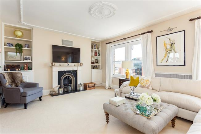 Asking Price £895,000, 2 Bedroom Flat For Sale in London, SW11