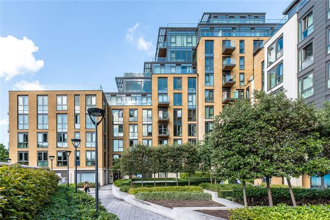 Asking Price £530,000, 2 Bedroom Flat For Sale in London, SW18