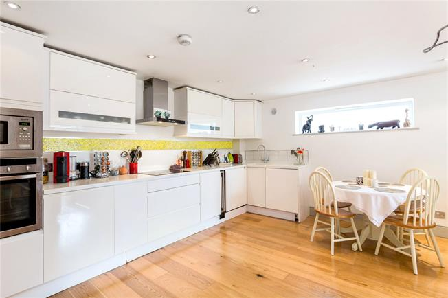 Offers in excess of £500,000, 1 Bedroom Flat For Sale in London, SW11