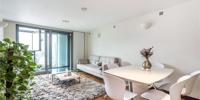 Asking Price £760,000, 2 Bedroom Flat For Sale in Bridges Court Road, SW11