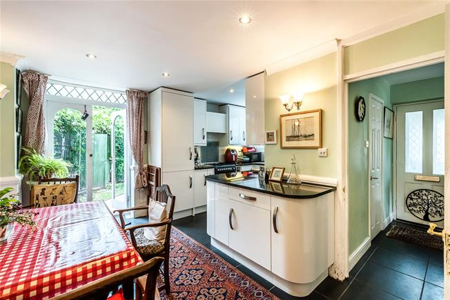 Asking Price £800,000, 3 Bedroom Terraced House For Sale in London, SW11