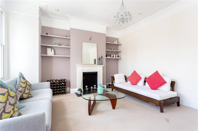 Asking Price £975,000, 3 Bedroom Flat For Sale in London, SW11
