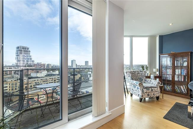 Asking Price £1,375,000, 3 Bedroom Flat For Sale in London, SW18
