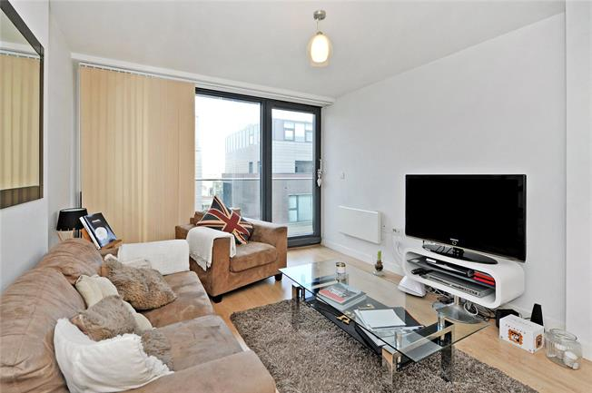 Guide Price £270,000, 2 Bedroom Flat For Sale in Bristol, BS1