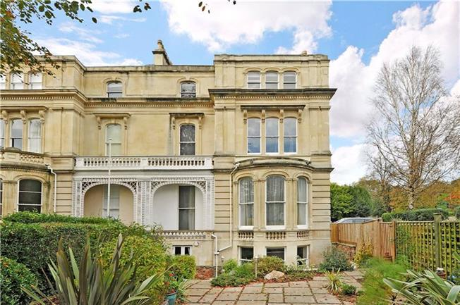 Guide Price £545,000, 3 Bedroom Flat For Sale in Clifton, Bristol, BS8
