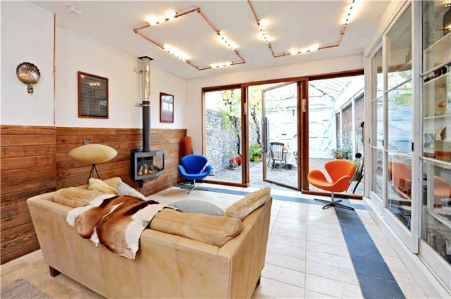 Guide Price £750,000, 3 Bedroom House For Sale in Bristol, BS8