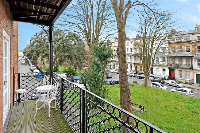 Offers in excess of £400,000, 2 Bedroom Flat For Sale in Bristol, BS8